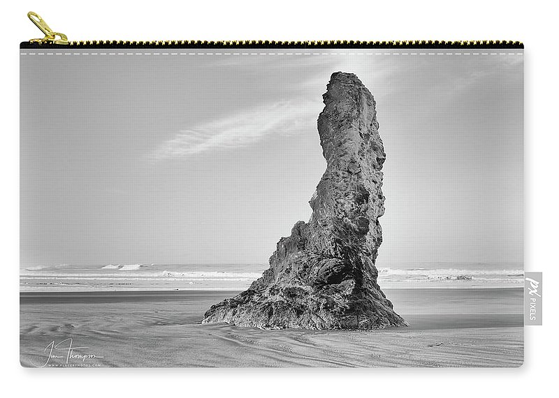 Bandon Beach Carry-all Pouch featuring the photograph Solo by Jim Thompson
