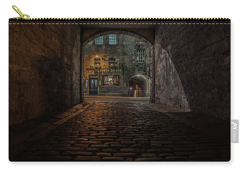 City Centre Carry-all Pouch featuring the photograph Tolbooth Tavern by Paul Roberts