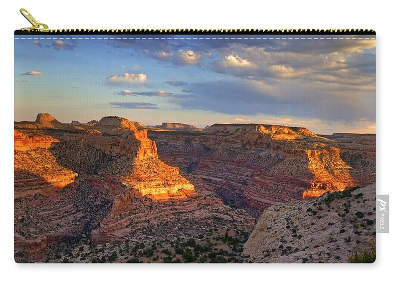 Scenics Carry-all Pouch featuring the photograph Wedge Overlook by Yvonne Baur