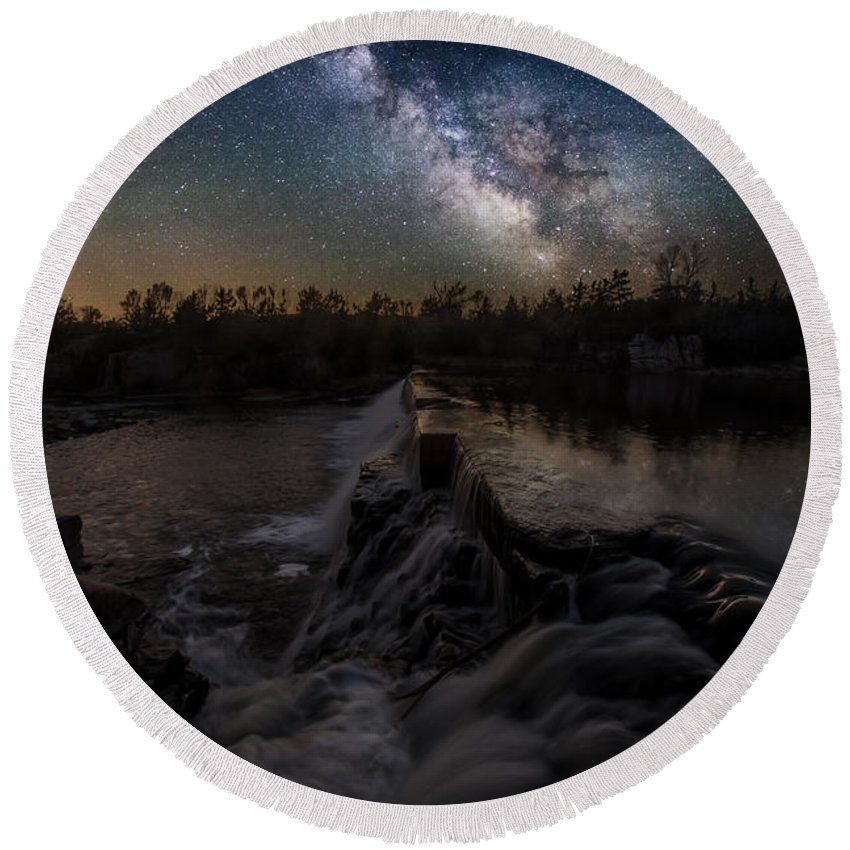 Milky Way Round Beach Towel featuring the photograph Split Rock Dreamscape by Aaron J Groen
