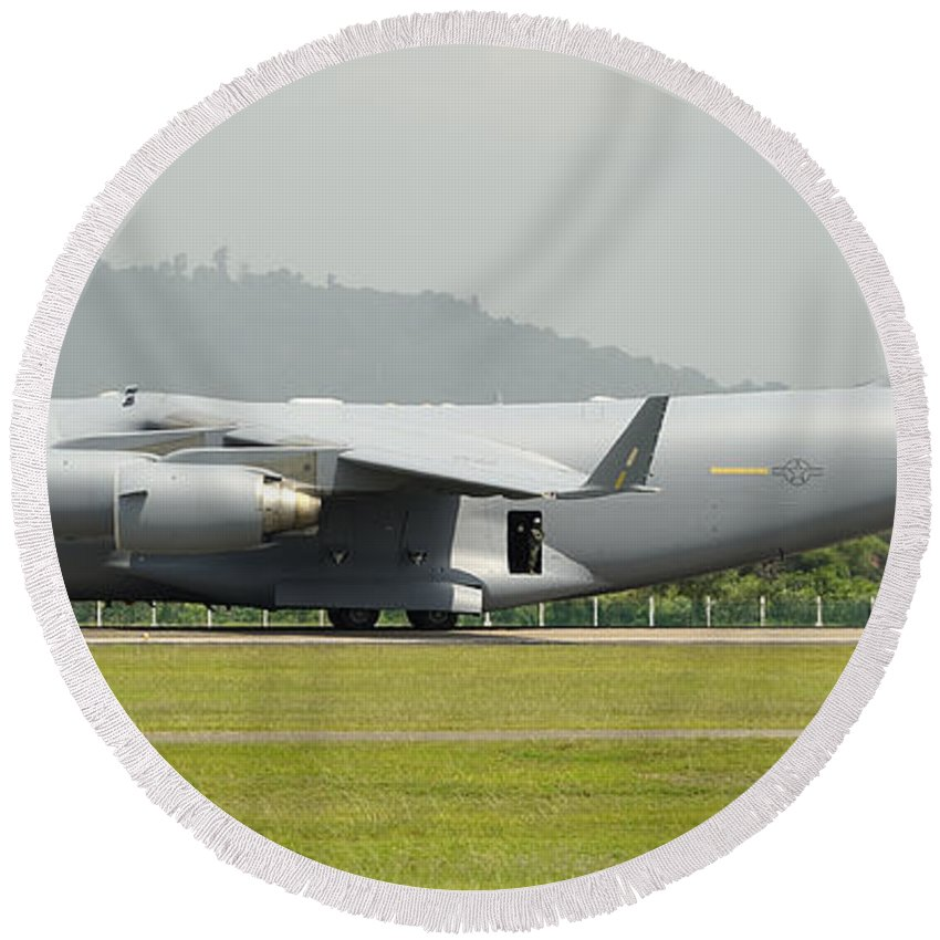 Horizontal Round Beach Towel featuring the photograph A C-17 Globemaster IIi Of The U.s. Air by Remo Guidi