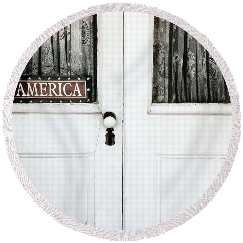 Building Round Beach Towel featuring the photograph America by Margie Hurwich