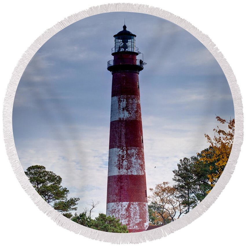 Chincoteague Round Beach Towel featuring the photograph Assateague Lighthouse by Cindy Archbell