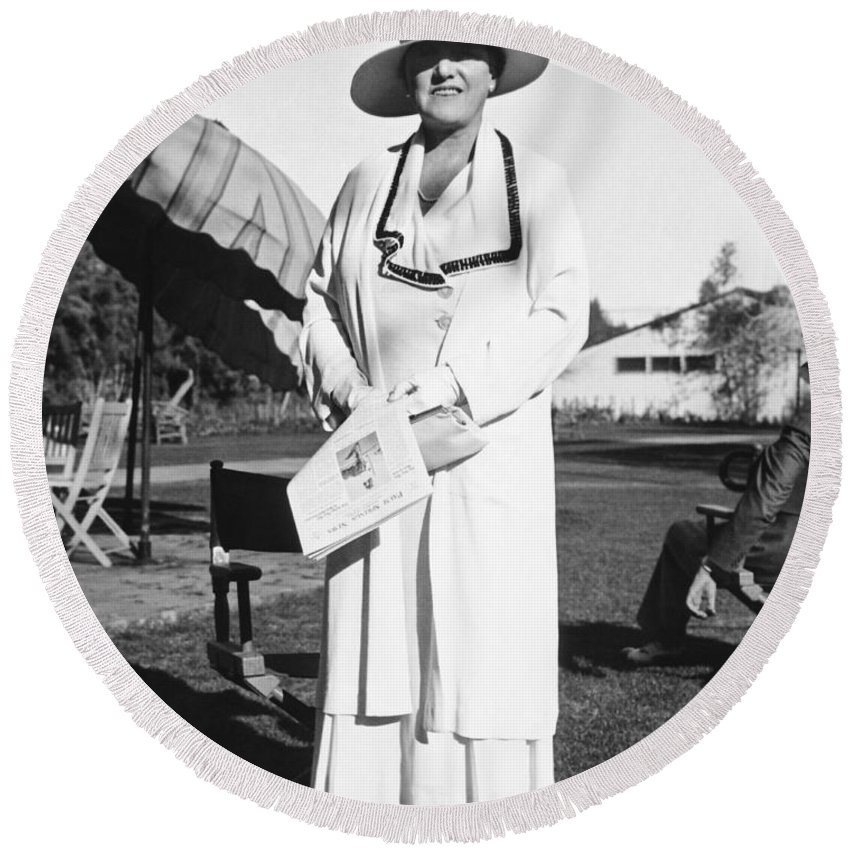 1934 Round Beach Towel featuring the photograph Author Mary Roberts Rhinehart by Underwood Archives