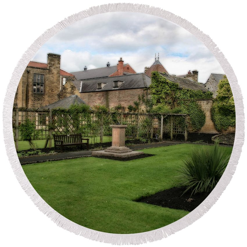 Garden Round Beach Towel featuring the photograph Bakewell Country Gardens - Bakewell Town - Peak District - England by Doc Braham