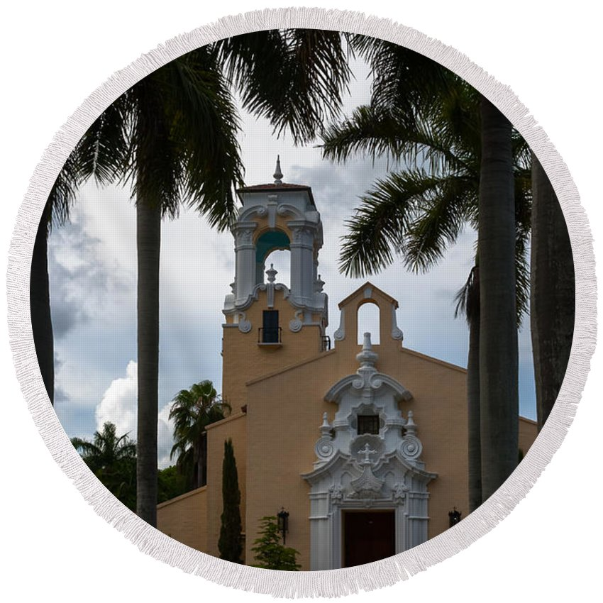 Architecture Round Beach Towel featuring the photograph Congregational Church Of Coral Gables by Ed Gleichman