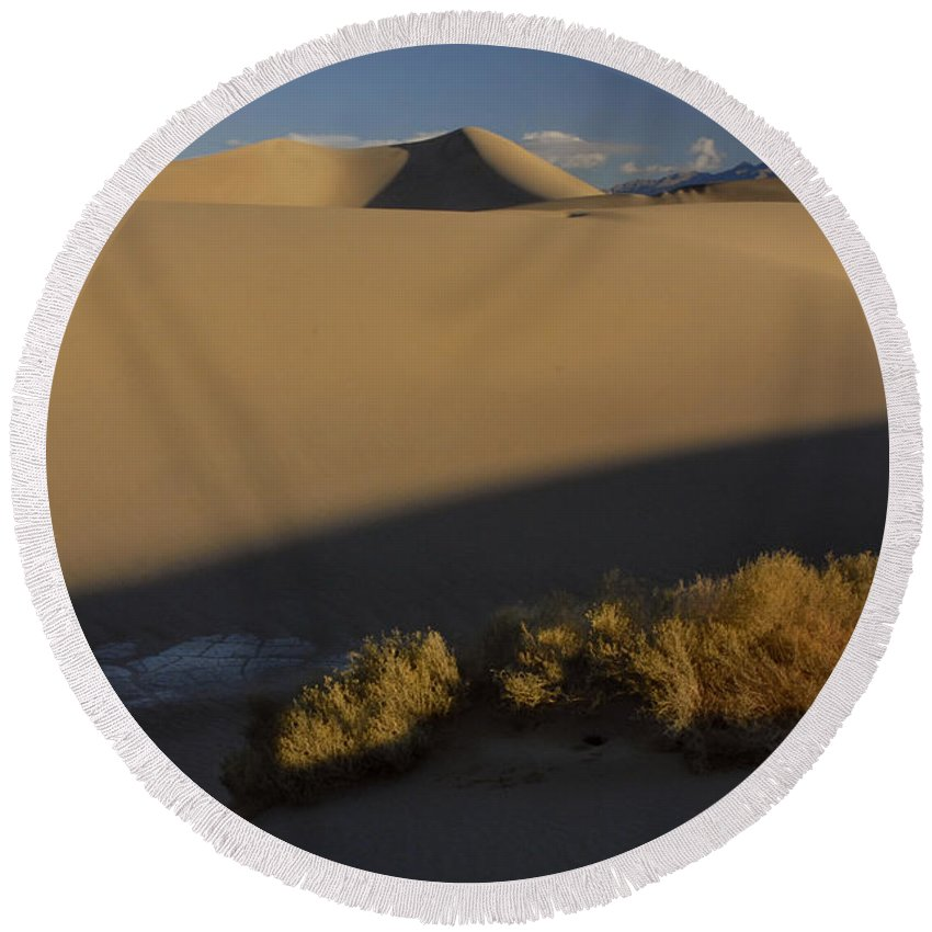 Death Valley Round Beach Towel featuring the photograph Death Valley Dunes by Dave Mills