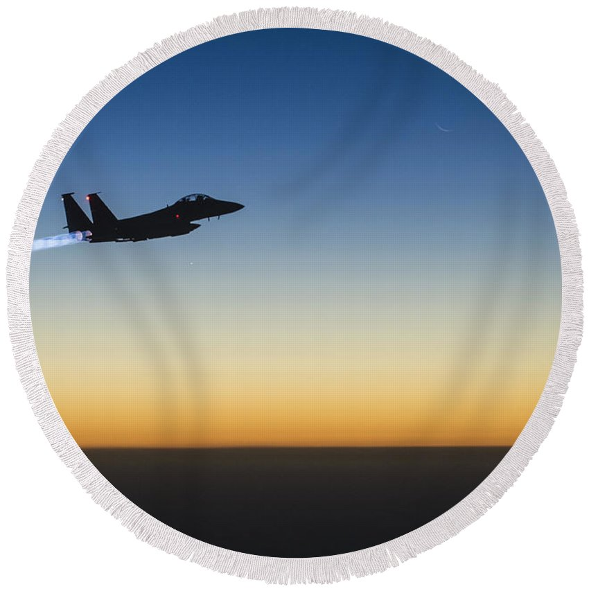 Round Beach Towel featuring the photograph F15e Strike Eagle by Paul Fearn