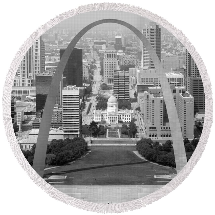 Black And White Round Beach Towel featuring the photograph Gateway Arch In St. Louis Mo by Bill Cobb
