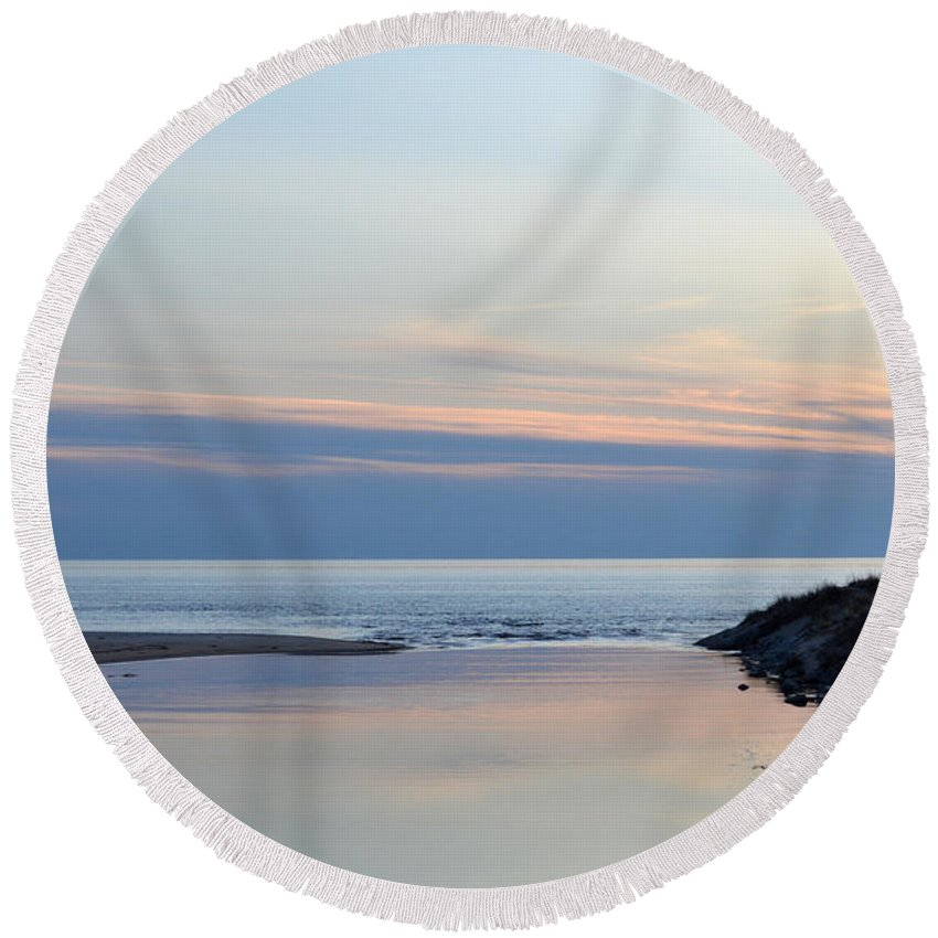 Ludington Round Beach Towel featuring the photograph Great Lakes Sunset by Linda Kerkau