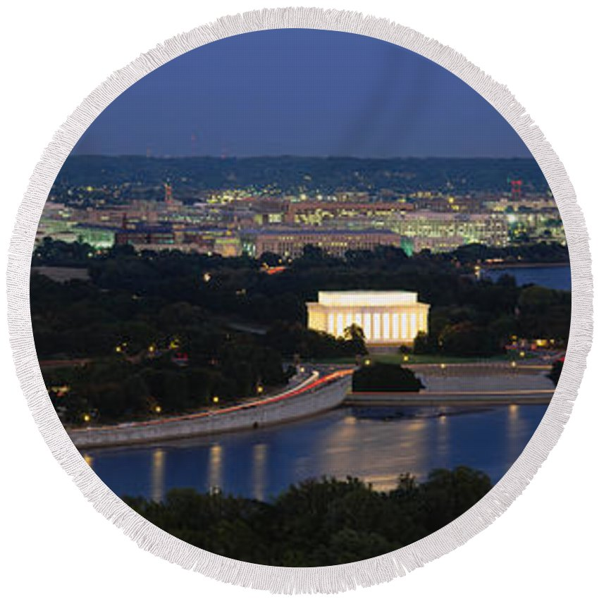 Lincoln Memorial Round Beach Towels
