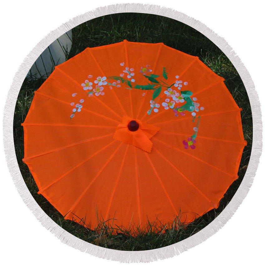Umbrella Round Beach Towel featuring the photograph Japanese Umbrella by Jamie Smith