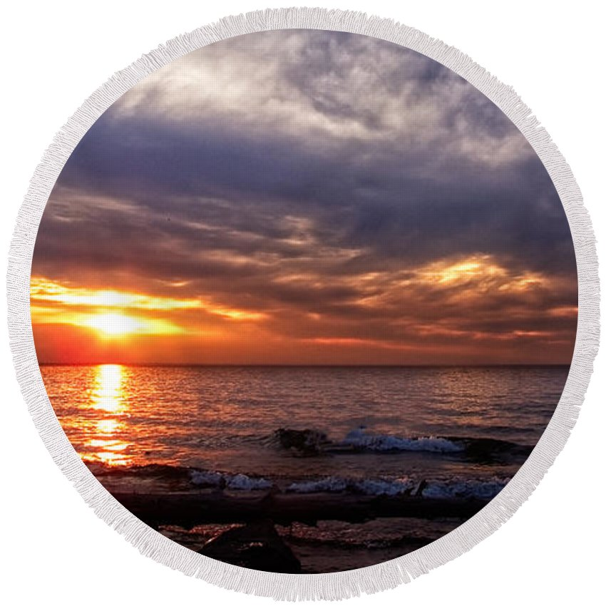 Michigan Round Beach Towel featuring the photograph Lake Superior Sunset by Lars Lentz