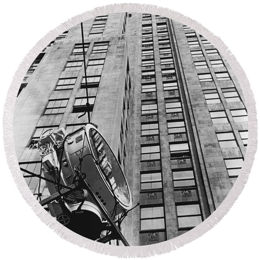1930 Round Beach Towel featuring the photograph Lindbergh Beacon Hoisted Up by Underwood Archives