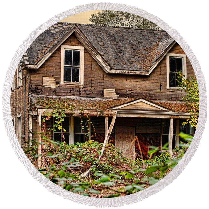 Houses Round Beach Towel featuring the photograph Old Abandon House by Randy Harris