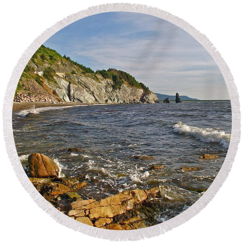 Pillar Rock In Cape Breton Highlands Np Round Beach Towel featuring the photograph Pillar Rock In Cape Breton Highlands Np-ns by Ruth Hager
