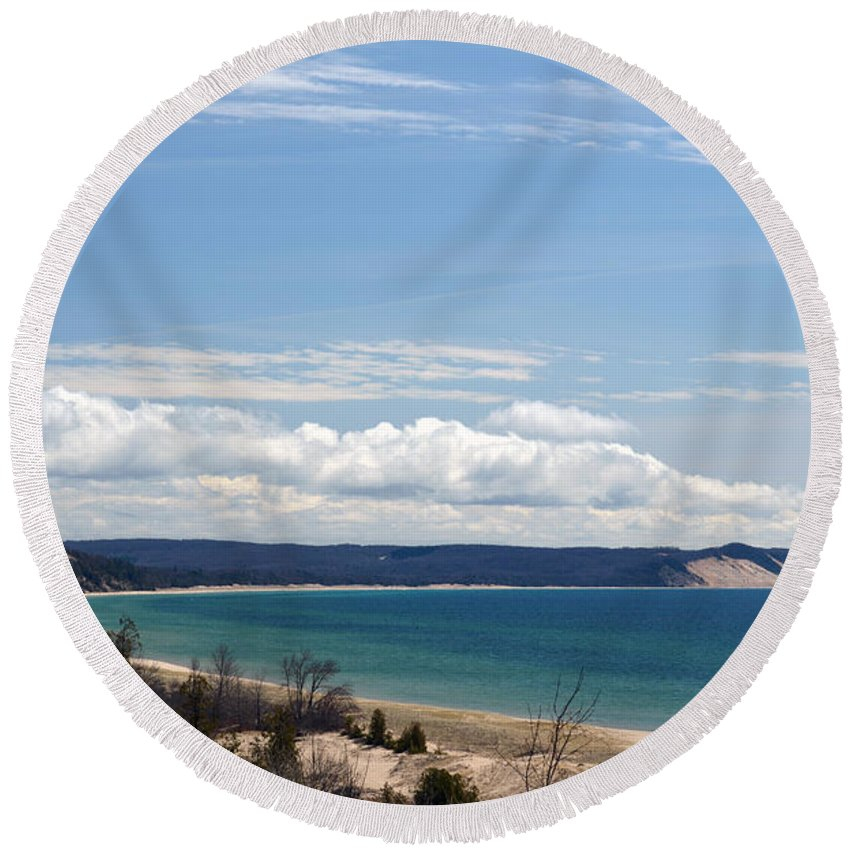 Lake Michigan Round Beach Towel featuring the photograph Serenity by Linda Kerkau