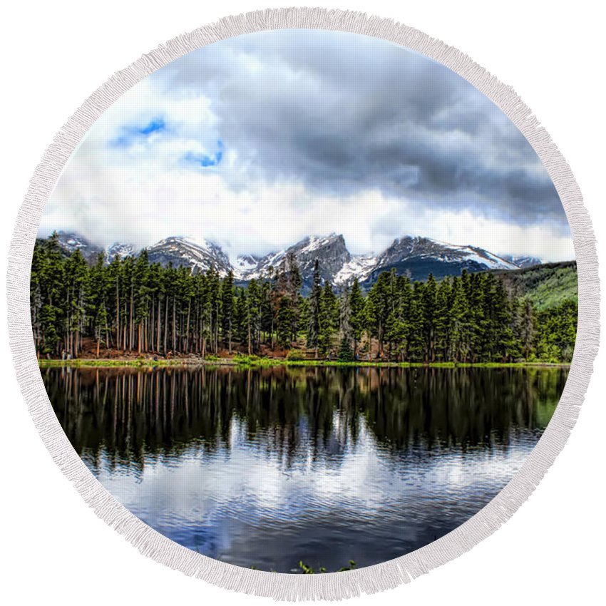 Rocky Mountain National Park Round Beach Towel featuring the photograph Sprague Lake by Alan Hutchins