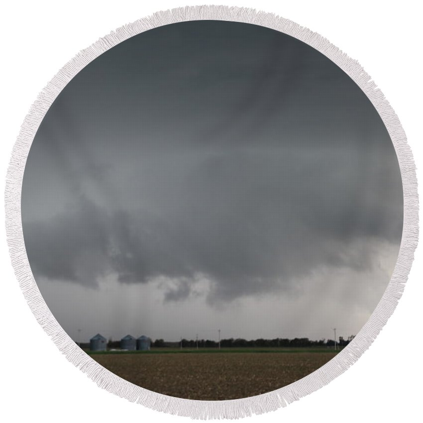 Stormscape Round Beach Towel featuring the photograph Strong Nebraska Supercells by NebraskaSC