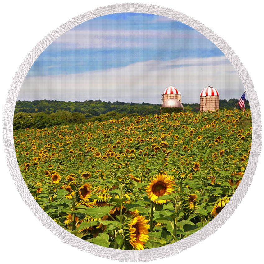 Sunflowers Nj Round Beach Towel featuring the photograph Sunflower Field New Jersey by Regina Geoghan