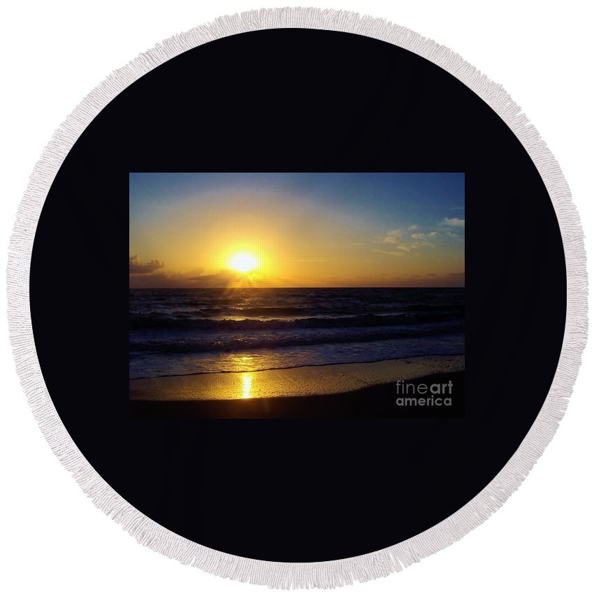 Sunrise Round Beach Towel featuring the photograph Sunrise - Florida - Beach by D Hackett