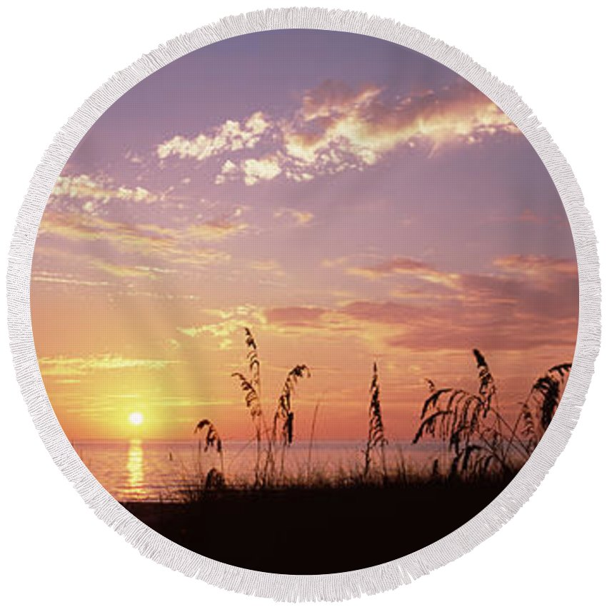 Photography Round Beach Towel featuring the photograph Sunset Over The Sea, Venice Beach by Panoramic Images
