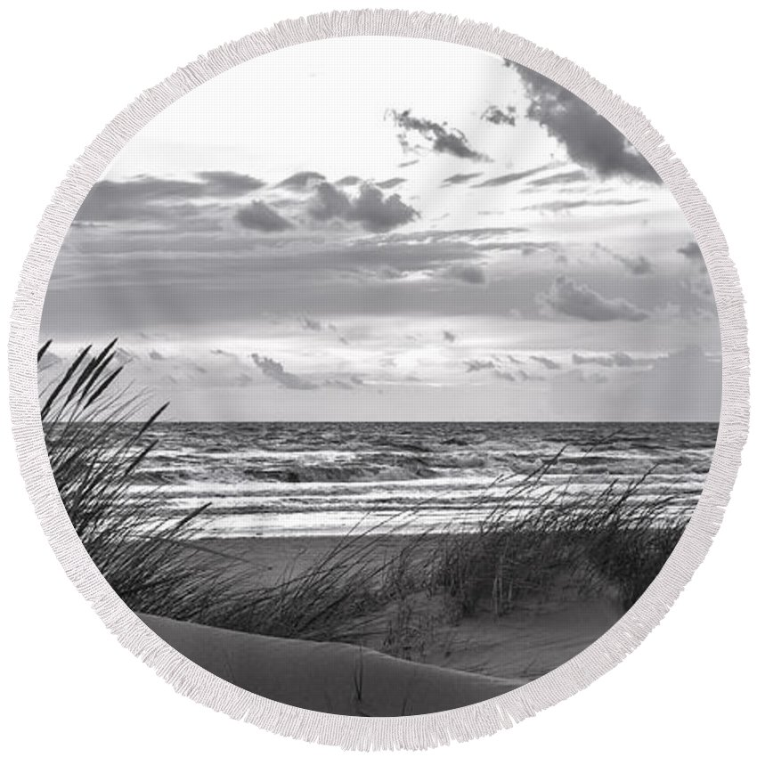 Sky Round Beach Towel featuring the photograph The Beach by Alex Hiemstra
