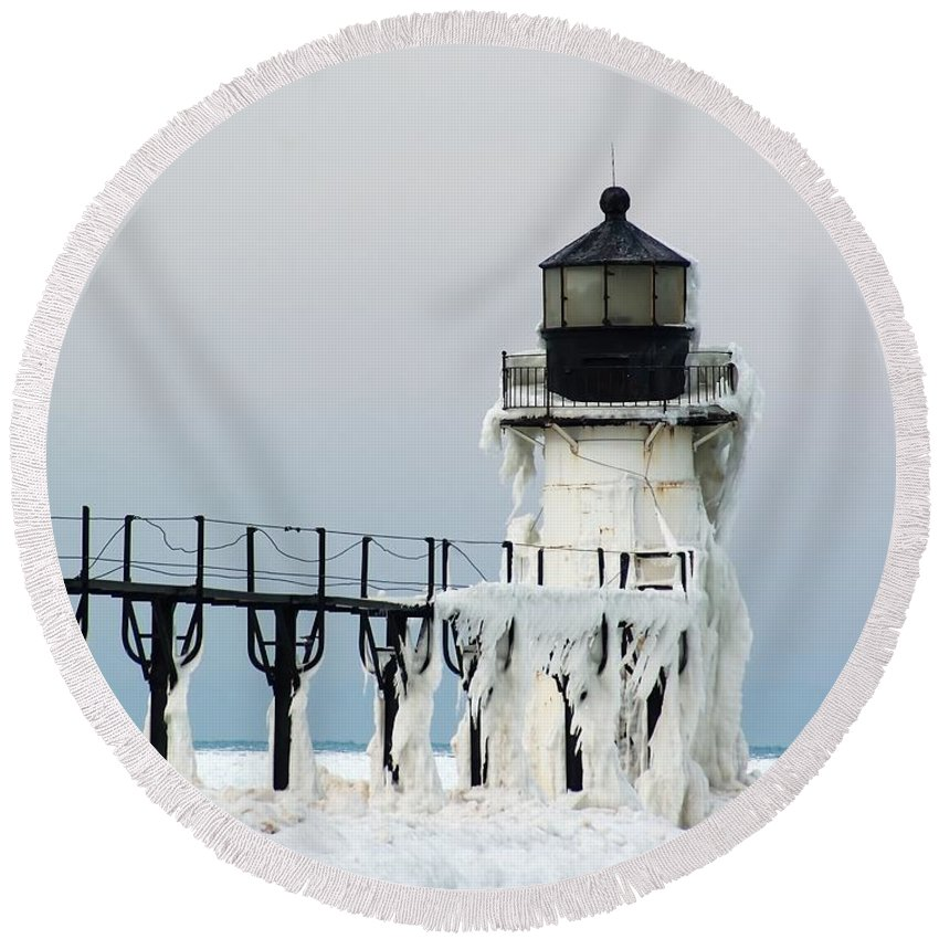 Beacon Round Beach Towel featuring the photograph Winter At St Joseph's Light by Nick Zelinsky
