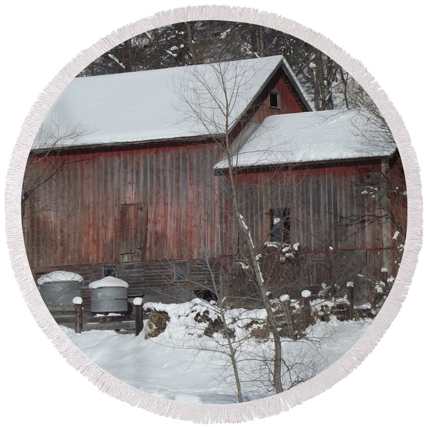 Elkader Iowa Round Beach Towel featuring the photograph Winter Barn by Bonfire Photography
