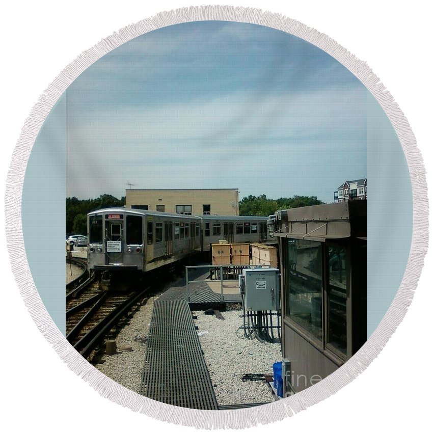 Illinois Round Beach Towel featuring the photograph Cta's Retired 2200-series Railcar by Alfie Martin