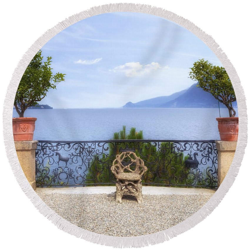 Isola Bella Round Beach Towel featuring the photograph Isola Bella by Joana Kruse