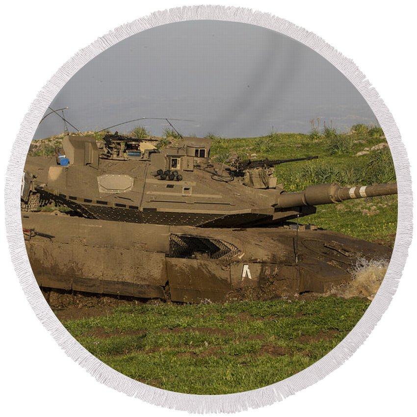Battletank Round Beach Towel featuring the photograph An Israel Defense Force Merkava Mark Iv by Ofer Zidon