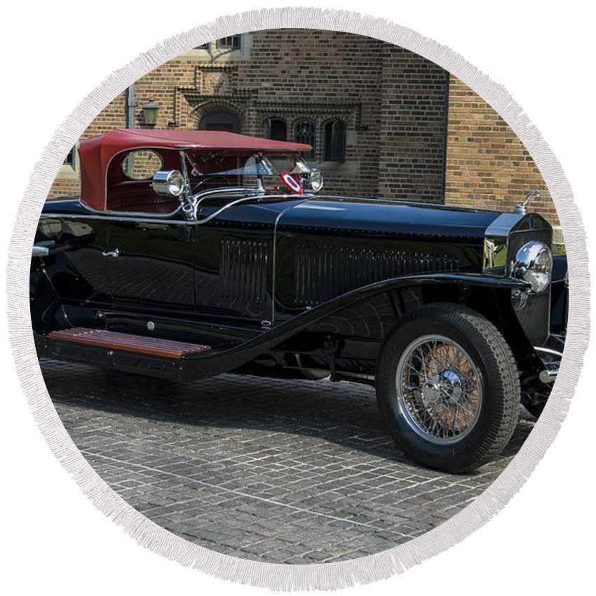 Best In Show Round Beach Towel featuring the photograph 1927 Isotta Fraschini Tipo 8a Roadster by Paul Cannon