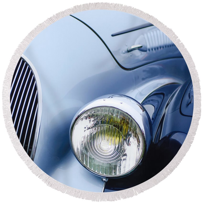 1938 Talbot-lago 150c Ss Figoni And Falaschi Cabriolet Headlight Round Beach Towel featuring the photograph 1938 Talbot-lago 150c Ss Figoni And Falaschi Cabriolet Headlight - Emblem by Jill Reger