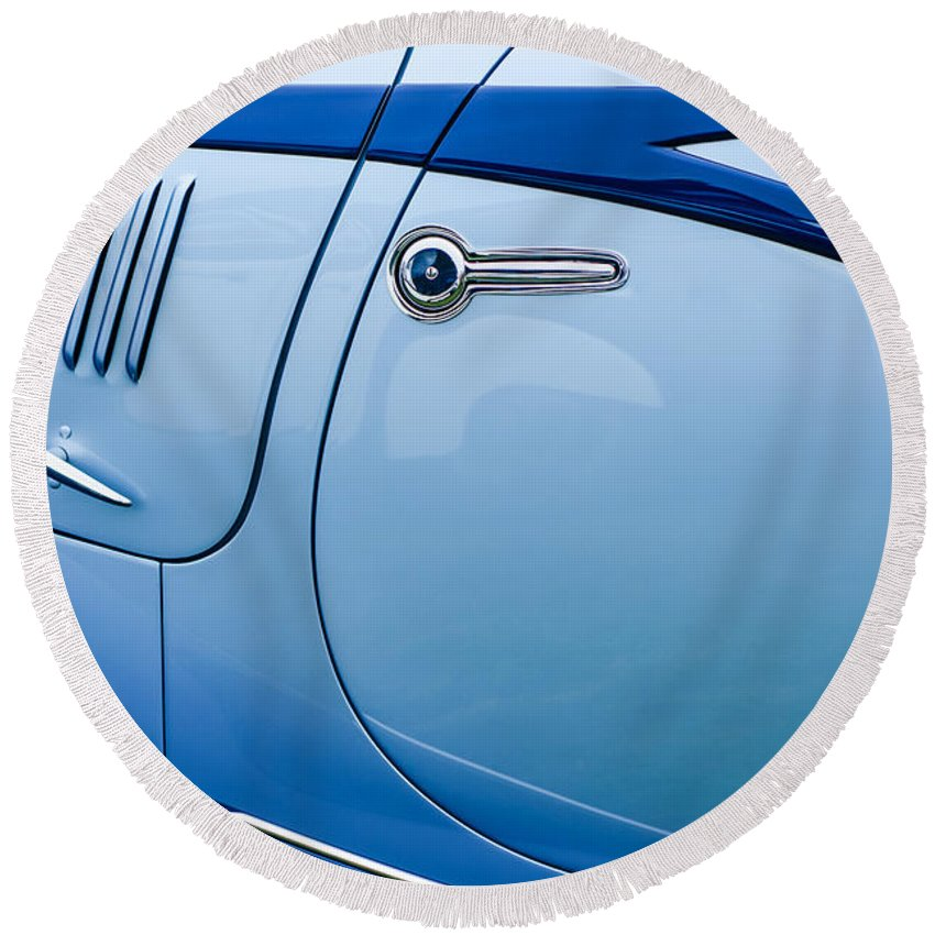 1938 Talbot-lago 150c Ss Figoni And Falaschi Cabriolet Side Door Handle Round Beach Towel featuring the photograph 1938 Talbot-lago 150c Ss Figoni And Falaschi Cabriolet Side Door Handle by Jill Reger