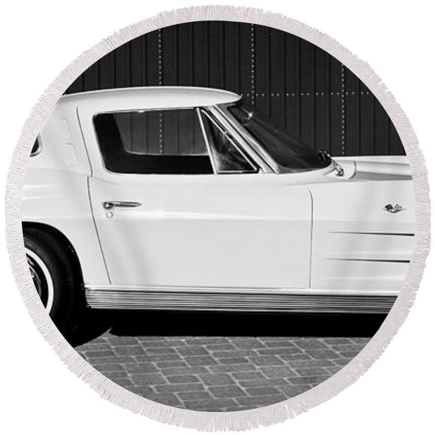 1963 Chevrolet Corvette Split Window Round Beach Towel featuring the photograph 1963 Chevrolet Corvette Split Window -575bw by Jill Reger