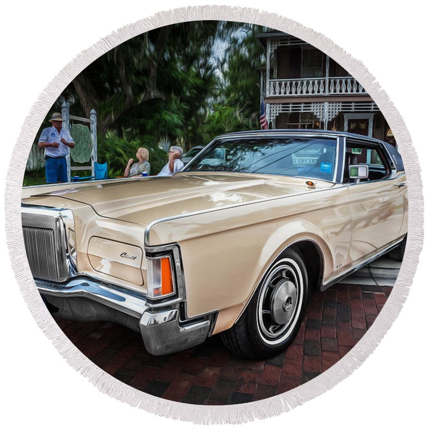 1971 Lincoln Round Beach Towel featuring the photograph 1971 Lincoln Continental Mark IIi Painted by Rich Franco