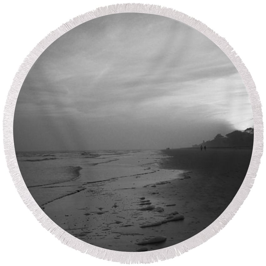 America Round Beach Towel featuring the photograph Beach And Sunset by Frank Romeo