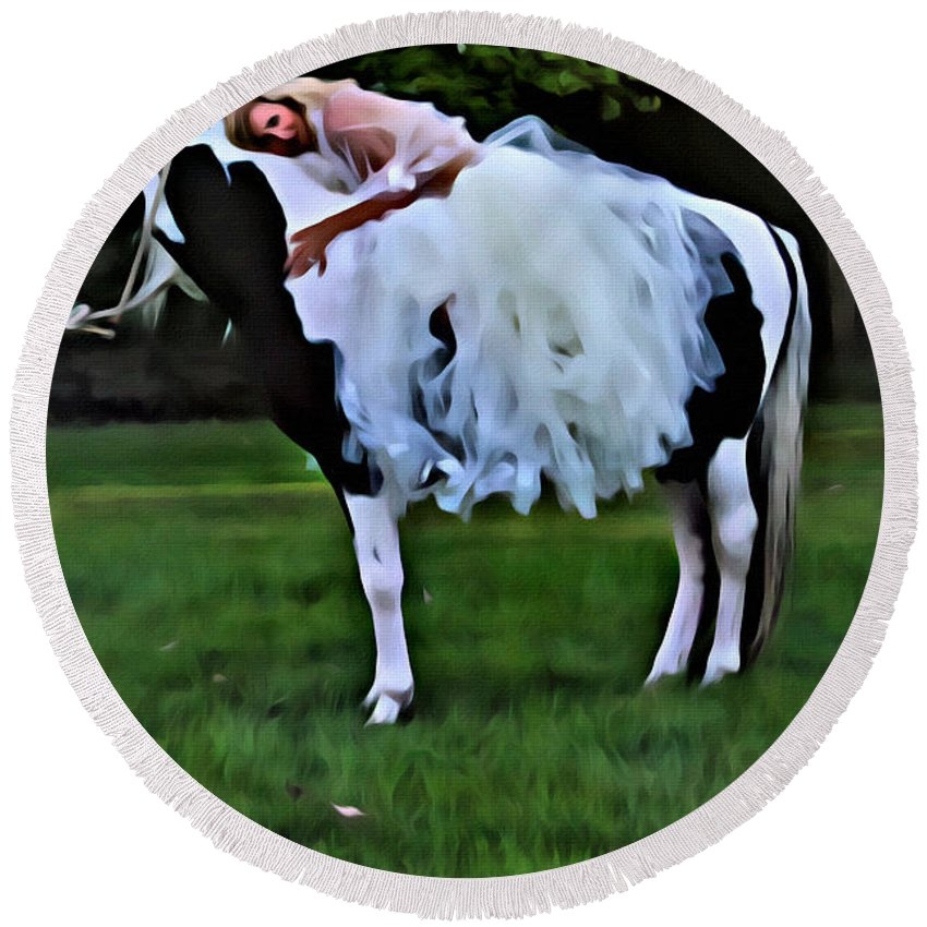 Horse Round Beach Towel featuring the photograph Earthy by Alice Gipson