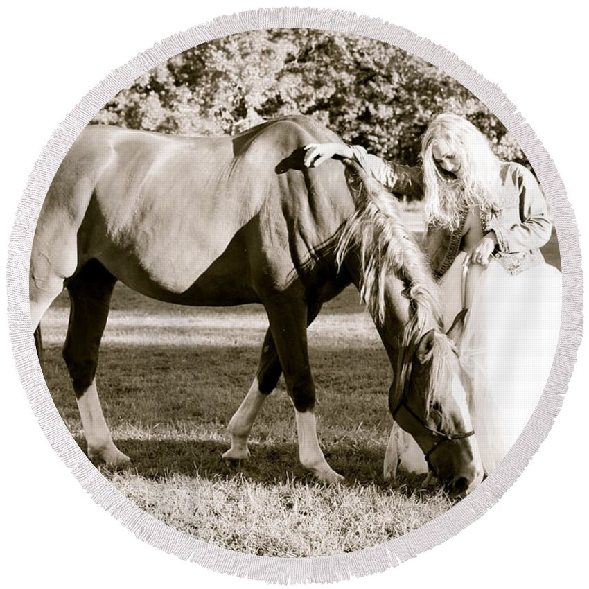 Horse Round Beach Towel featuring the photograph Essence by Alice Gipson