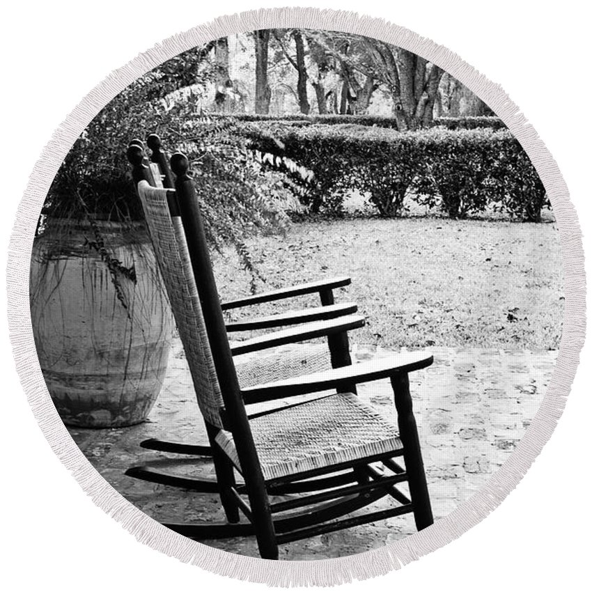 Rocking Chair Round Beach Towel featuring the photograph Front Porch Rockers - Bw by Scott Pellegrin