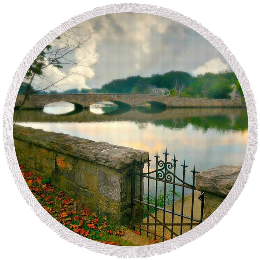 Landscape Round Beach Towel featuring the photograph Gorham's Pond by Diana Angstadt