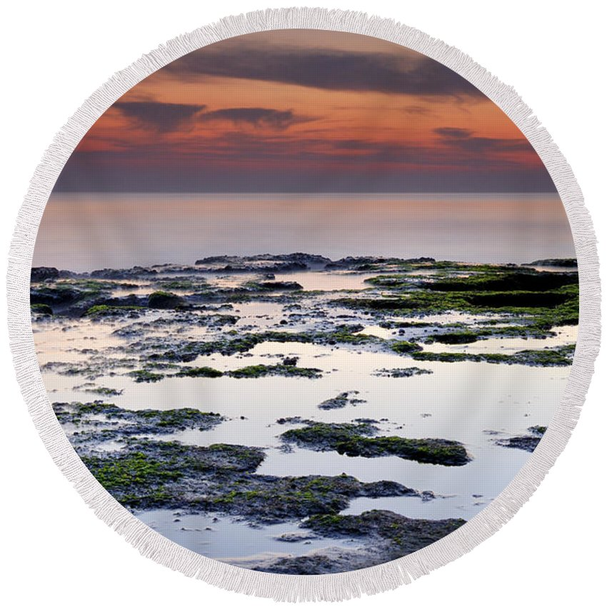 Seascape Round Beach Towel featuring the photograph Reflexion by Guido Montanes Castillo