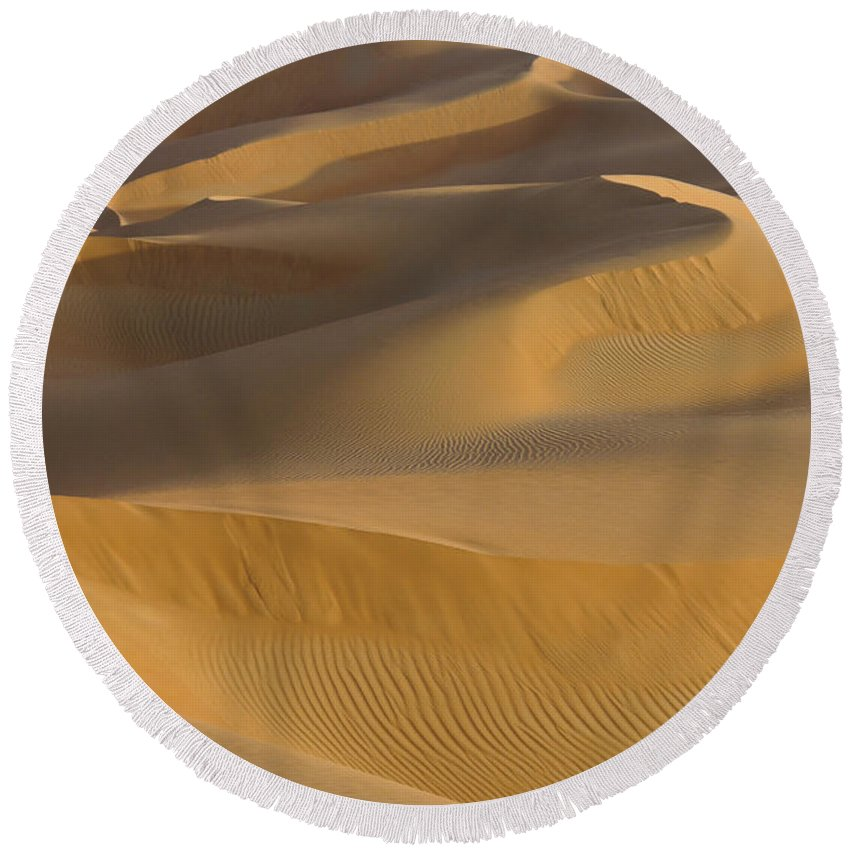 Abu Dhabi Round Beach Towel featuring the photograph Sensuous Curves by Michele Burgess
