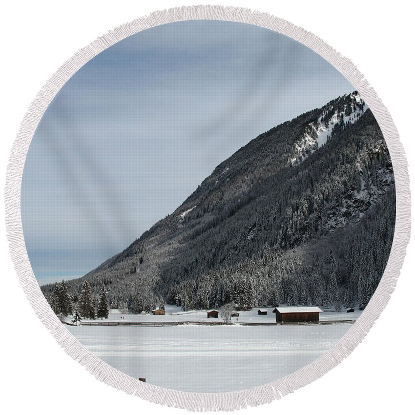 Snow Round Beach Towel featuring the photograph Snowy Meadow by Christiane Schulze Art And Photography