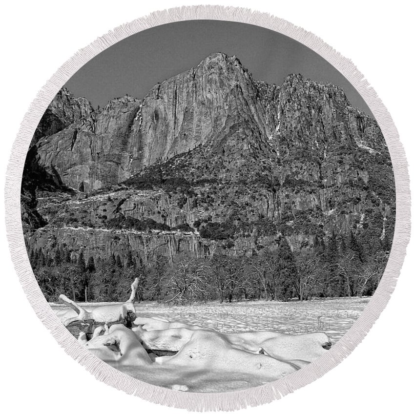 Black And White Round Beach Towel featuring the photograph Snowy Yosemite by Priscilla De Mesa