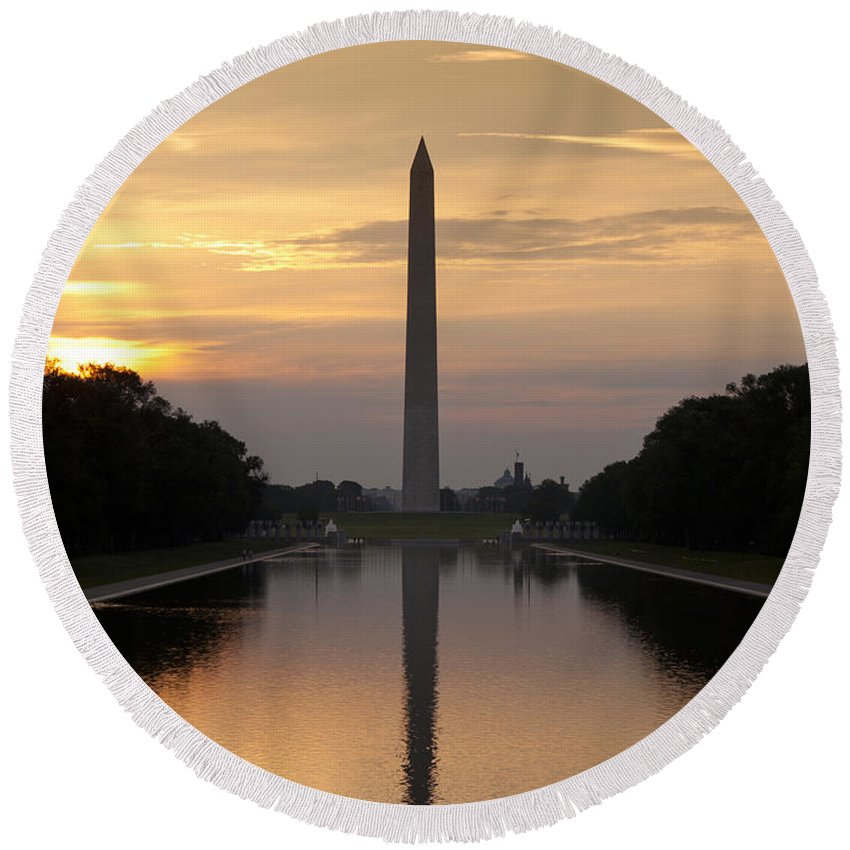 Washington Round Beach Towel featuring the photograph Washington Monument Sunrise by B Christopher