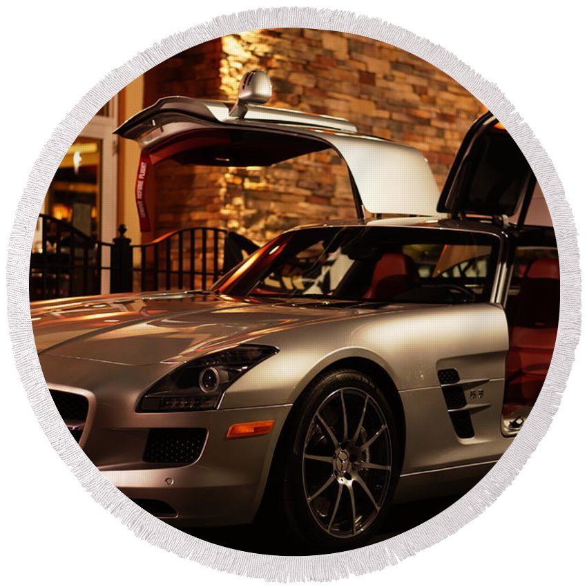 2011 Round Beach Towel featuring the photograph 2011 Mercedes-benz Sls Amg Gullwing by Ronald Chacon