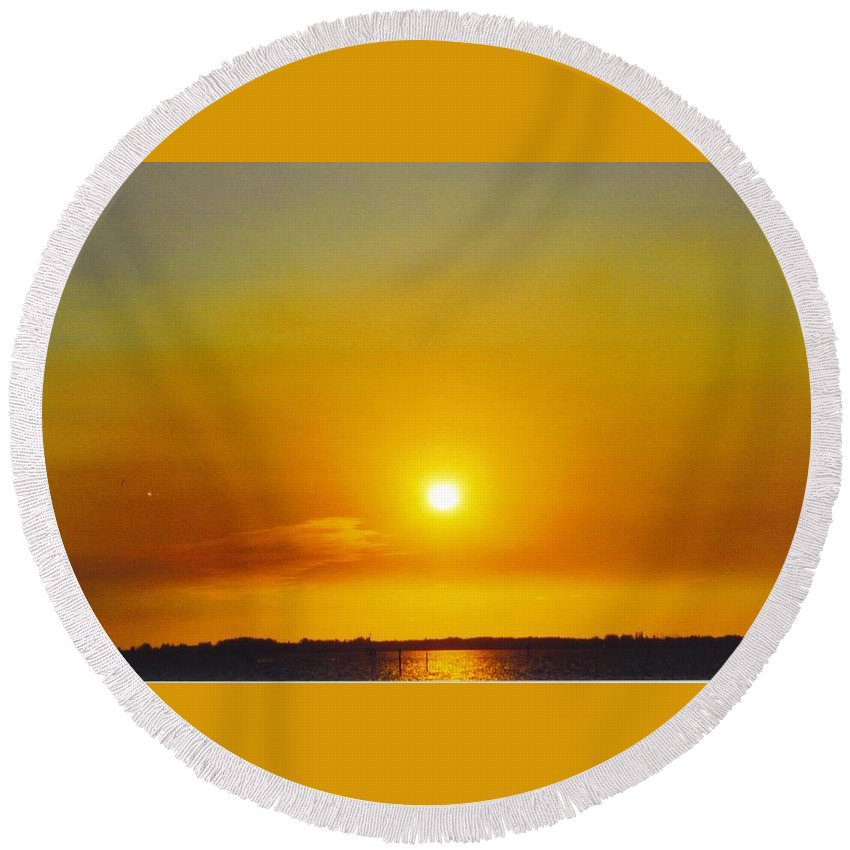 Golden Sunset Over Caloosahatchee River In Ft.myers Round Beach Towel featuring the photograph Sky Scape by Robert Floyd