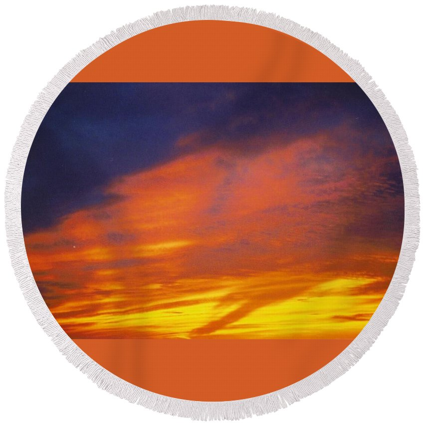 Gold Round Beach Towel featuring the photograph Sky Scape by Robert Floyd